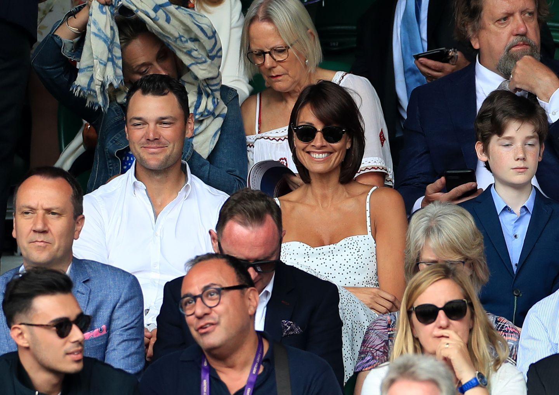 9. Juli 2019  Nach Monaten der Spekulationen um eine Beziehungzeigen sich die Moderatorin Melanie Skyesund der deutsche Golfer Martin Kaymer zum ersten Mal gemeinsam bei einem öffentlichen Auftritt.