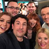 "So auch im echten Leben: Zum 20. Jubiläum von ""American Pie"" treffen sich Alyson Hannigan, Eddie Kaye Thomas, Jason Biggs, Natasha Lyonne, Seann William Scott, Tara Reid und Chris Klein (v.l.n.r.) wieder."