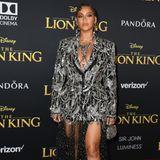 """Beyoncé beweist auf dem roten Teppich erneut, warum sie auch als """"Queen B"""" bekannt ist. Ihre Maßanfertigung von Alexander McQueen ist mit all den Kristallen und Juwelen einfach majestätisch."""
