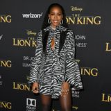 """Animal-Prints sind bei der Premiere von """"The Lion King"""" verständlicherweise ein sehr beliebter Style. Statt dem gängigen Leo- oder Snake-Motiv entscheidet sich Kelly Rowland jedoch für ein Zebra-Kleid vonPrabal Gurung."""