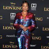 Der Anzug von Libertine hat es in sich: Tiffany Haddish kann wählen, ob die Pailletten blau oder rot schimmern.