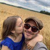 """10. Juli 2019  Und auch Papa David lässt es sich nicht nehmen, seiner kleinen Tochter via Instagram zum Geburtstag zu gratulieren: """"Was kann Papa mehr sagen, als dass ich dich so sehr liebe, kleines Mädchen, und bitte hör auf, erwachsen zu werden"""", schreibt Beckham zu dem niedlichen Foto."""
