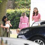 Herzogin Meghan mit Baby Archie im Arm und Herzogin Catherine