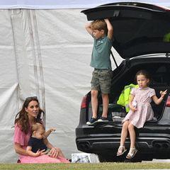 Herzogin Catherine mit Prinz Louis, Prinz George und Prinzessin Charlotte