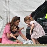 Herzogin Catherine mit ihren Kindern Louis, Charlotte und George