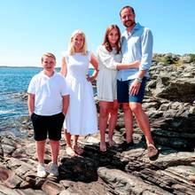 10. Juli 2019  Dienorwegischen Kronprinzenfamilie zeigt sich beim traditionellen Sommershooting in ihrem Landhaus auf der Insel Dvergsøya in der Gemeinde Kristiansand in Norwegen.