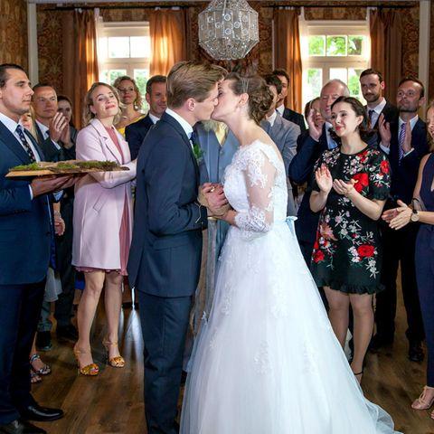 Sturm der Liebe: Ragnar (Jeroen Engelsman) und Tina (Christin Balogh) feiern ihre Hochzeit