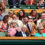 11. Juli 2019  Familientag in Wimbledon: David Beckham genießt den Tagmit seiner MutterSandra Georgina West, Unternehmer Richard Branson (r.) hat seine Tochter Hollymitgebracht.
