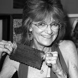 """10. Juli 2019: Denise Nickerson (62 Jahre)  Der frühere Kinderstar Denise Nickerson ist in einem Krankenhaus in Colorado verstorben, nachdem ihre Familie beschlossen hat, die lebenserhaltenden Maschinen abzustellen. Ihren Durchbruch als Schauspielerin hattesie als Kind in """"Willy Wonka und die Schokoladenfabrik"""".Denise Nickerson war zweimal verheiratet und hinterlässt ihren Sohn Josh, der sich mit seiner Frau bis zuletzt um sie gekümmert hat."""