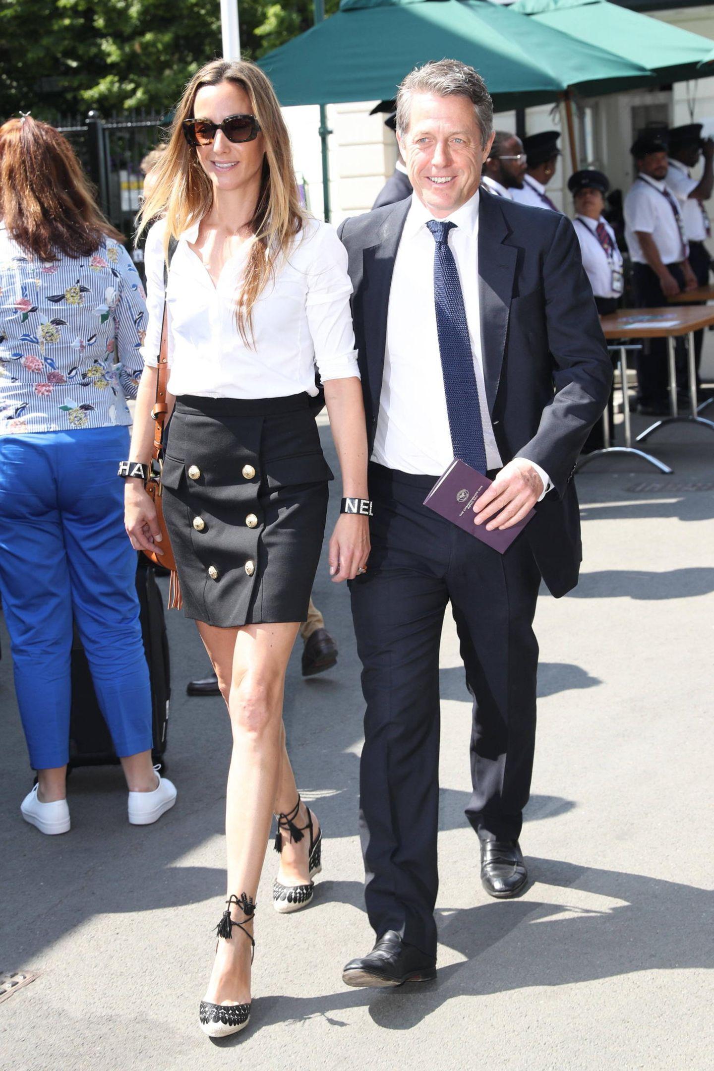 12. Juli 2019  Hugh Grant und seine Frau Anna Eberstein kehren jedes Jahr in die Royal Box ein. Seit 2014 genießt das Paar die Atmosphäre in Wimbledon.
