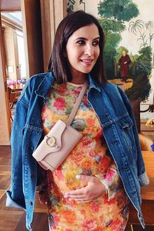 Auch auf der Fashion Week in Berlin ist Chryssanthi als werdende Mutter unterwegs und natürlich ein beliebtes Fotomotiv. Ihre Looks sind stets stilvoll, aber dennoch bequem.