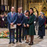 11. November 2018  100 Jahre nachdem das Ende des ersten Weltkrieges in Frankreich unterzeichnet wurde, wird in derWestminster Abbey ein Gottesdienst abgehalten. Zu viert betreten William, Harry, Meghan und Catherine die Kirche.