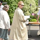13. Juli 2019  In Richtung Eingang ist auch Schauspielerin Lily James unterwegs.
