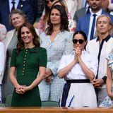 13. Juli 2019  In der Royal Box treffen die Herzoginnen schließlich aufeinander. Sie bekommen Gesellschaft von Kates Schwester Pippa.