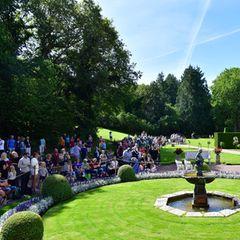 In jedem Jahr kommen viele royale Fans auf die schwedische Insel Öland, um mit ihrer Kronprinzessin zu feiern. Im Sommer steht ihnen der Garten des Schlosses offen. Die Räumlichkeiten darf jedoch niemand betreten.
