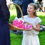 Estelle kommt aus dem Staunen gar nicht wieder heraus. So viele schöne Blumen sollen für ihre Mutter sein?!