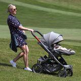 14. Juli 2019  Die hügelige Golf-Anlage in der Grafschaft Gwent macht es Zara Tindall gar nicht so einfach, den Kinderwagen zu schieben, in dem die kleine Lena Elizabeth liegt.