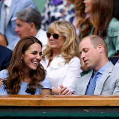 14. Juli 2019  Das Finale der Männer zwischenNovak Djokovic undRoger Federer ist der krönende Abschluss des diesjährigen Wimbledon-Turniers. Das lassen sich natürlich auch Herzogin Catherine und Prinz William nicht entgehen.