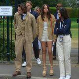 Auch Brooklyn Beckham und Hana Cross lassen sich das Wimbledon-Finale nicht entgehen und zeigen sich als Einheit: Die zwei kommen nämlich im beigefarbenen Partnerlook.