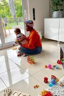 13. Juli 2019  So sieht ein gemütlicher Sonntag bei Motsi Mabuse und ihrer Familie aus.