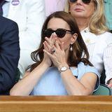Gespannt verfolgt Herzogin Catherine in Wimbledon das Finale zwischen Novak Djokovic und Roger Federer.