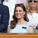 Entspannung will bei so einem Finalspiel bei Catherine nicht so richtig aufkommen. In der Royal Box schneidet die Herzogin daher aufderZuschauertribüne lustige Grimassen.