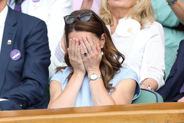 Den Tennis-Krimi kann Novak Djokovic für sich entscheiden und besiegt Roger Federer nach einem fast fünfstündigen Spiel.