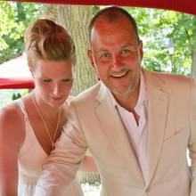 Frank Rosin und Claudia  Der beliebte TV-Koch und seine Frau Claudia haben sich nach elf gemeinsamen Ehejahren getrennt. Das Paar will aber trotz Trennung zum Wohle der zwei gemeinsamen Kindereine freundschaftliche Beziehung aufrechterhalten, wie die Bild berichtet.
