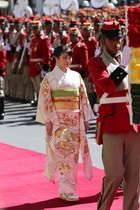 15. Juli 2019  Nach ihrem Besuch in Peru reist Prinzessin Mako weiter nach Bolivien. Am Präsidentenpalast in La Paz wird sie feierlich empfangen.