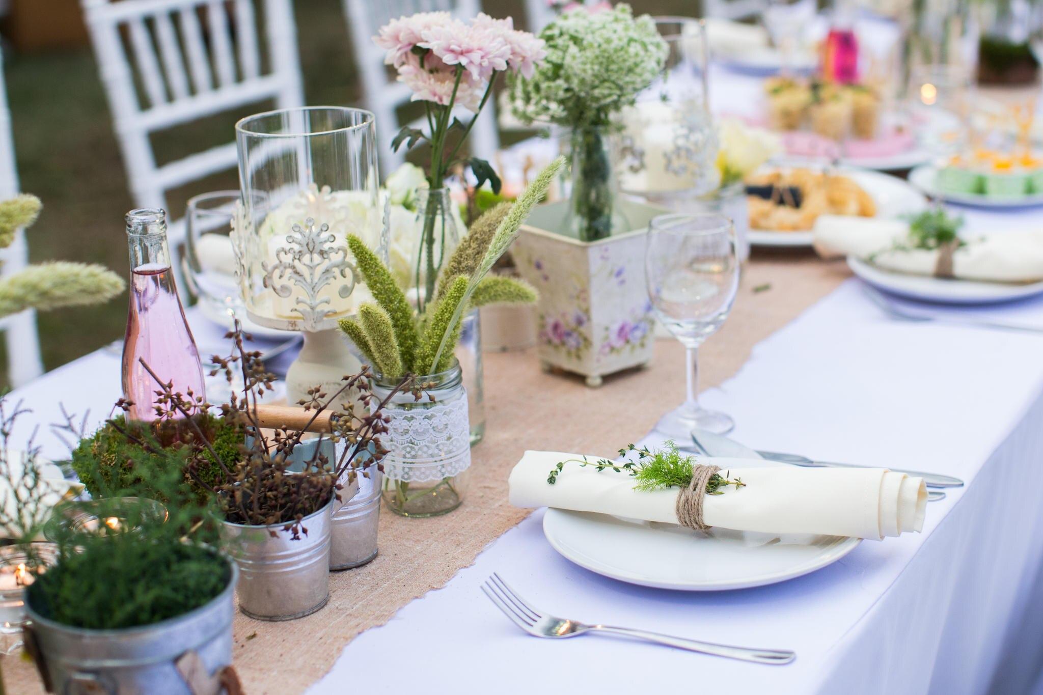 Topfpflanzen sehen nicht nur schön aus, sondern können nach der Feier auch wieder zurück ins Haus gestellt werden.