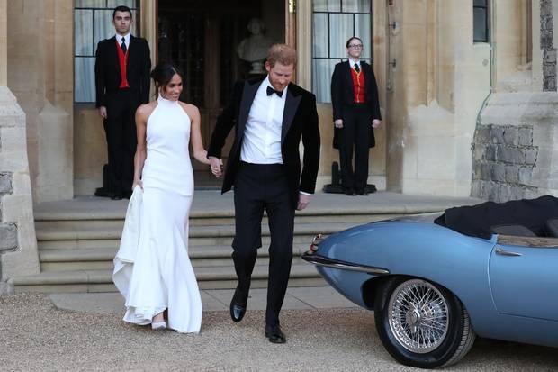 """""""Sie hat bereits andere meiner Stücke getragen"""", erzählt Stella McCartney über die Entstehung des 67.000-Euro-Kleides, """"und dann hat sie mich gefragt, ob ich ihr zweites Hochzeitskleid designen möchte. Ich fühlte mich sehr geehrt und bin es immer noch""""."""