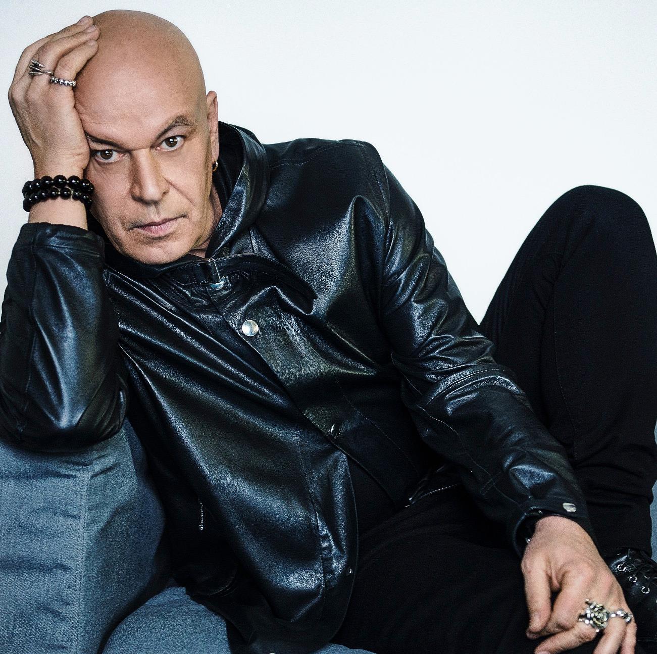 Nicolas Degennes,Art Director für Make-up und Farben bei Parfums Givenchy.