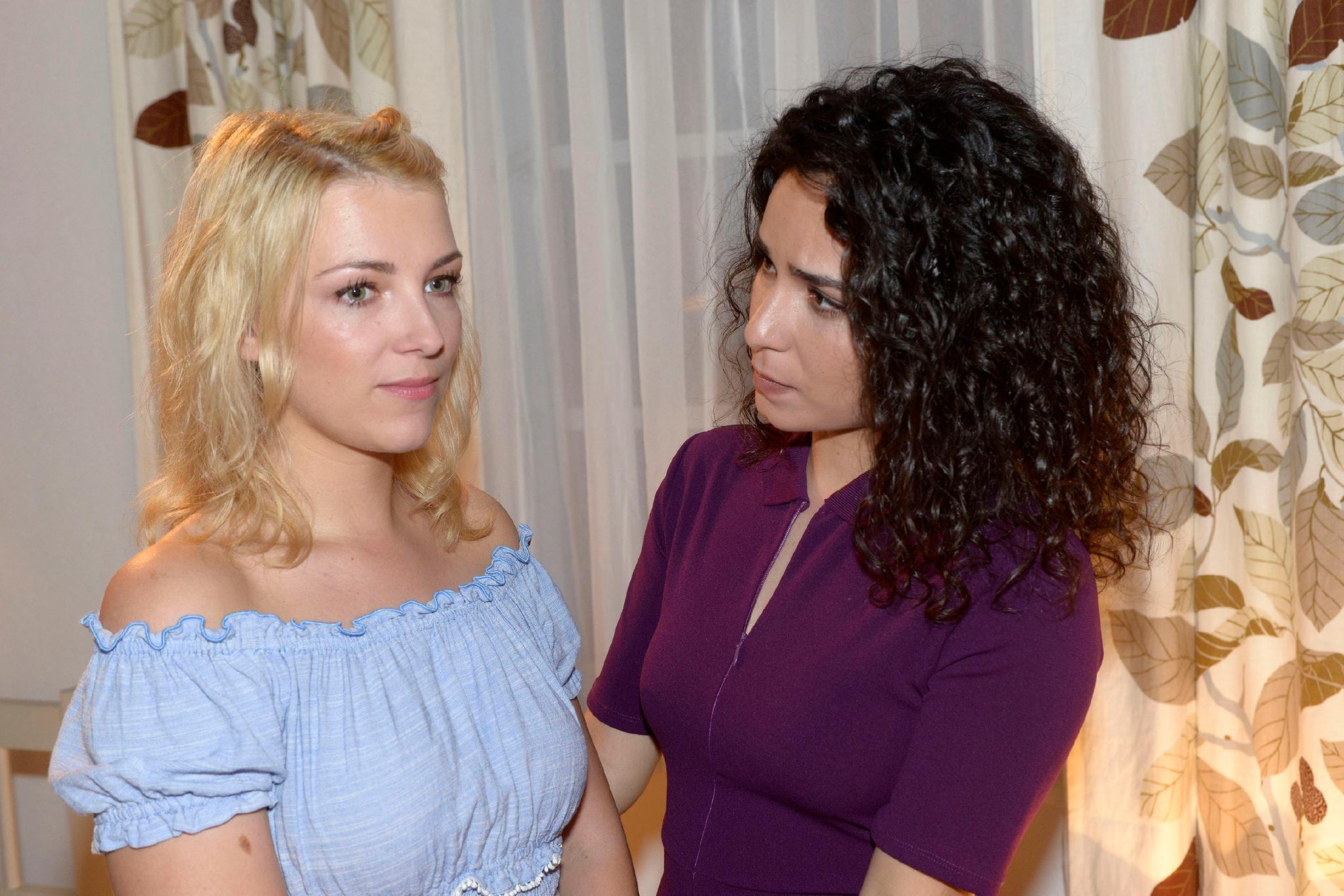 """""""GZSZ"""": Lilly (Iris Mareike Steen) und Shirin (Gamze Senol)"""
