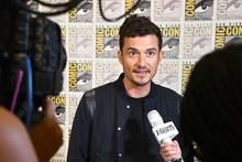 """Im Interviews geben ist Orlando Bloom ein echter Profi. Er promotet die neue Fantasy-Serie""""Carnival Row""""."""