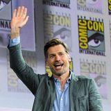 """Mit einem herzlichen Hallo begrüßt""""Game Of Thrones""""-Star Nikolaj Coster-Waldau seine Fans."""