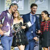 """Auf den vierten Teil der """"Thor""""-Reihe """"Love & Thunder"""" freuen sich nicht nur Taika Waititi, Natalie Portman, Chris Hemsworth und Tessa Thompson."""