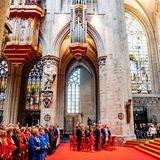 Dem traditionellen Te Deum in der Kathedrale wird aufmerksam zugehört.