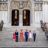 Für die Königsfamilie wird am Eingang der Kathedrale natürlich Spalier gestanden.