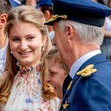 Zeit für ein paar Späße ist immer: Elisabeth mit ihrem 14-jährigen Bruder Prinz Emmanuel und König Philippe