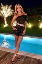 """Hot, hotter, Sylvie: Für ein """"ganz besonderes Geburtstags-Dinner"""", so schreibt es Sylvie auf Instagram, wirft sich die Moderatorin in Schale. Wir wissen natürlich, für wessen Feier Sylvie im kompletten Glitzerlook - bestehend aus One-Shoulder-Jumpsuit, Gürtel und High Heels -erscheint. Ihr neuerFreund Niclas Castello feiert in St. Tropez seinen 41. Geburtstag undkann sich über Sylvies funkelnde Gesellschaft freuen."""