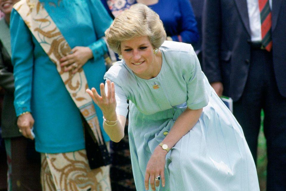 """Prinzessin Diana 1989 beim """"lawn bowls""""-Spielen"""