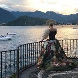 Am Comer See in Italien gibt Kitty Spencer den Anblick einer (Mode-)Göttin ab.
