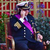 Prinz Laurent von Belgien istsehr beschäftigter Mann.Er muss sogar noch während der Parade in Brüssel telefonieren.
