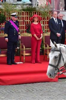 Schließlich gibt es für die belgischen Royals während der Militärparade so viel zu sehen.