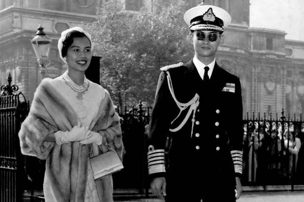 1968besuchen Königin Sirikit und König Bhumibol Großbritannien.