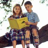 Schon als Kind schwärmt Forrest Gump für seine Freundin. Jenny und Forrest Gump in jungen Jahren werden gespielt von Hanna Hall und Michael Conner Humphreys.