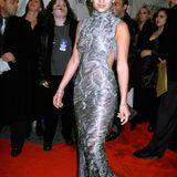 Der hochgeschlossene Metallic-Look steht Jennifer Lopez nicht nur 1998 ausgezeichnet.