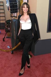 Auf dem roten Teppich der Hollywood-Premiere ihres neuen Films - sie konnte eine Rolle in Quentin Tarantinos neuem Streifen ergattern - zeigt sie sich mit strahlendem Lächeln.
