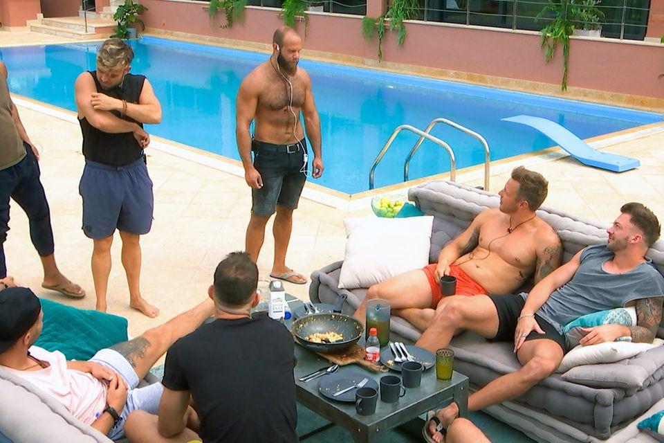 Testosteron-Stau in der Männer-Villa: Oggy und Daniel tragen ihre gegenseitige Abneigung in einer Diskussion aus