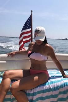 """Fast 40 Jahre ist es her, dass Brooke Shields in """"Die blaue Lagune"""" den Durchbruch schaffte. Wir stellen fest: Auch mit 54 Jahren hat die Schauspielerin noch einen super Body!"""